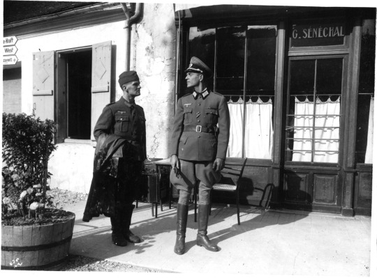 The German officer (Howard Vernon) and his orderly